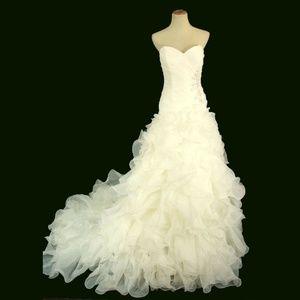 NWT Jovani Ivory Bridal Lace-Up V-Neck Ruch Bodice